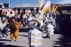 <hr><h2><u>BOLIVIA: DELIRIO RACISTA</h2></u>